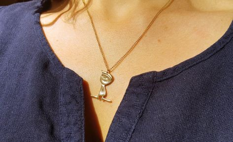 Juliette la pipelette – women's bronze necklace