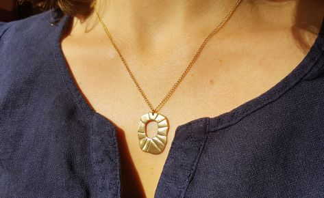 The sun – women's bronze necklace