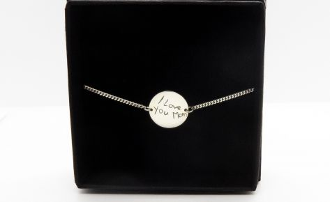 Round first name bracelet engraved in silver